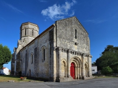 Eglise Saint-Trojan - This building is indexed in the base Mérimée, a database of architectural heritage maintained by the French Ministry of Culture,under the reference PA00104858 .