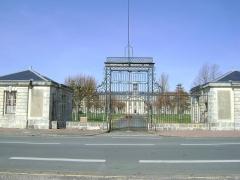 Hôpital maritime - Français:   Grille de l\'entrée principale de l\'Hôpital maritime de Rochefort, Charente-Maritime.