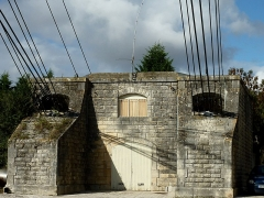 Pont transbordeur du Martrou - Français:   Massif d\'ancrage contenant les moteurs du Pont Transbordeur de Martrou Rochefort Charente Maritime France