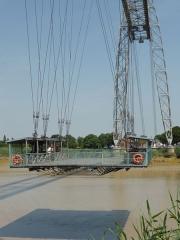 Pont transbordeur du Martrou - Pont transbordeur de Rochefort en passage au dessus de la Charente