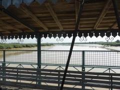 Pont transbordeur du Martrou - Français:   Pont transbordeur de Rochefort avec vue sur la Charente