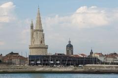 Clocher Saint-Jean - English: Balade Jean-Louis Foulquier, Sailing school, Tour de la Lanterne, Tour Saint-Jean, La Rochelle, Charente-Maritime, France