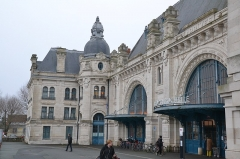 Gare - This building is indexed in the Base Mérimée, a database of architectural heritage maintained by the French Ministry of Culture,under the reference PA00104885 .