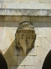 Hôtel de la Bourse, actuellement Greffe du Tribunal de Commerce - Français:   Hôtel de la Bourse de la Rochelle. Rue du Palais.  Aujourd\'hui, siège de la chambre de commerce et d\'industrie.  Détail de la cour intérieure.