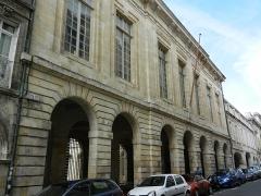 Hôtel de la Bourse, actuellement Greffe du Tribunal de Commerce - Français:   Façade de l\'hôtel de la bourse, coté rue du Palais, à la Rochelle.