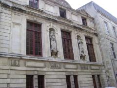 Hôtel de ville - Hôtel de Ville de la Rochelle. Façade donnant sur la place de l'Hôtel de Ville.