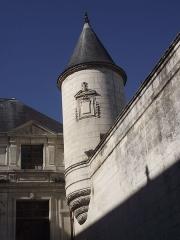 Hôtel de ville - Tourelle sur l'enceinte de l'hôtel de ville de la Rochelle