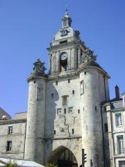 Porte de la Grosse-Horloge - La Grosse Horloge de la Rochelle. Vue depuis le Cours des Dames.
