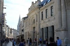 Tour de la Lanterne -  Marché aux poissons et Tour de la lanterne à La Rochelle.