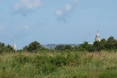 Tour de la Lanterne - la gare prise depuis les marais. la tour de la lanterne en arrière plan.