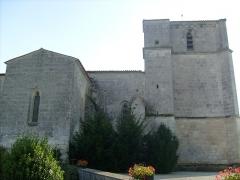 Eglise Saint-Pierre -  Vue latérale de l'église gothique de Romegoux.