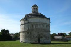 Ancienne abbaye de Montierneuf - Français:   Pigeonnier de Montierneuf Saint-Agnant Charente-Maritime France