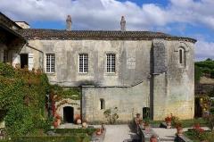 Vestiges de l'ancienne abbaye de Fontdouce - Français:   Abbaye de Fontdouce (XIIe-XVe siècles, restaurée au XXe): chapelles superposées.Saint-Bris-des-bois, Charente-Maritime (France)