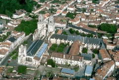 Ancienne abbaye Saint-Jean-Baptiste - This building is indexed in the base Mérimée, a database of architectural heritage maintained by the French Ministry of Culture,under the reference PA00105178 .