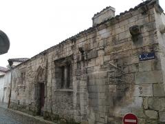 Ancien hôtel de l'Echevinage - This building is inscrit au titre des monuments historiques de la France. It is indexed in the base Mérimée, a database of architectural heritage maintained by the French Ministry of Culture,under the reference PA00105181 .