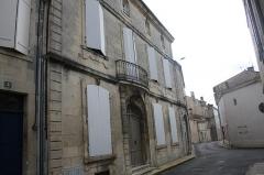 Maison - Français:   2, rue de la tour ronde, monument historique de Saint-Jean d\'Angély, Charente-Maritime (France).