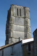 Eglise Saint-Jean-Baptiste - Français:   Clocher de l\'église Saint-Jean-Baptiste Saint-Jean-d\'Angle Charente-Maritime France