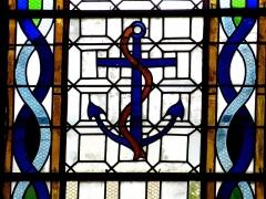 Eglise Saint-Pierre - English: Saint-Pierre-d'Oléron ( Ile d'Oleron ).Saint-Pierre parish church - Stained glass window showing an anchor as allegory of hope,