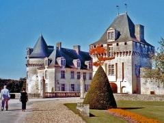 Château de la Rochecourbon - This building is classé au titre des monuments historiques de la France. It is indexed in the base Mérimée, a database of architectural heritage maintained by the French Ministry of Culture,under the reference PA00105221 .