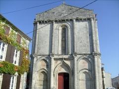 Eglise Saint-Porchaire -  La façade de l'église de Saint-Porchaire (17).
