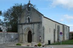 Eglise Saint-Rogatien Saint-Donatien - Français:   Église de Saint-Rogatien, Charente-Maritime, France.