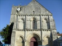 Eglise Saint-Savinien -  Façade de l'église de Saint-Savinien (17).