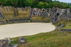 Restes de l'amphithéâtre gallo-romain - English: Part of the roman amphitheater, Saintes, Charente-Maritime