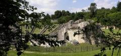 Restes de l'amphithéâtre gallo-romain - Français:   Arènes de Saintes (17).