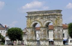 Arc de Triomphe - Français:   Arc de Germanicus à Saintes (17).