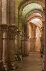 Eglise Saint-Eutrope - English: Crypt of the romanesque basilica of Saint-Eutropius, the northern ambulatory. Saintes, Charente-Maritime, France.