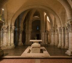 Eglise Saint-Eutrope - English: Close up of the choir of the crypt of the basilica of Saint-Eutropius, Saintes, Charente-Maritime, France