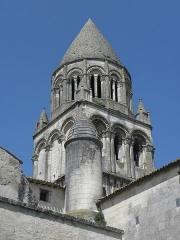 Eglise Sainte-Marie-aux-Dames - Clocher de l'église abbatiale Sainte-Marie-aux-Dames à Saintes (17).