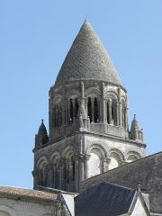 Eglise Sainte-Marie-aux-Dames - Français:   Clocher de l\'église abbatiale Sainte-Marie-aux-Dames à Saintes (17).