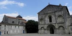 Eglise Sainte-Marie-aux-Dames - Façade occidentale de l'abbatiale Sainte-Marie aux Dames de Saintes (17).