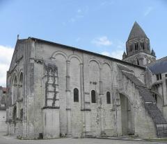 Eglise Sainte-Marie-aux-Dames - Français:   Abbatiale Sainte-Marie aux Dames de Saintes (17).