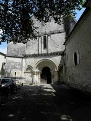 Eglise Saint-Pallais - Français:   Église Saint-Pallais de Saintes (17). Façade occidentale.