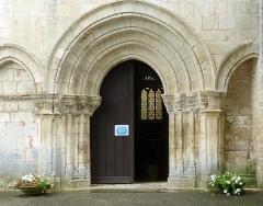 Eglise Saint-Pallais - English:   Saintes ( Charente-Maritime ). Saint-Pallais church: Romanesque portal.