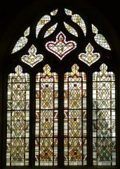 Eglise Saint-Pallais - English: Saintes ( Charente-Maritime ). Saint-Pallais church - Gothic tracery window with stained glass in the choir.