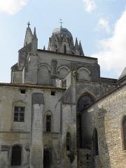 Eglise Saint-Pierre - Français:   Cathédrale Saint-Pierre de Saintes (17). Transept sud.