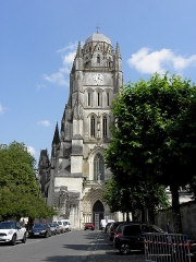 Eglise Saint-Pierre - Français:   Cathédrale Saint-Pierre de Saintes (17). Tour-clocher.