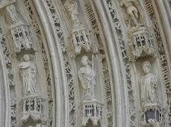 Eglise Saint-Pierre - Français:   Voussures du portail occidental de la cathédrale Saint-Pierre de Saintes (17).