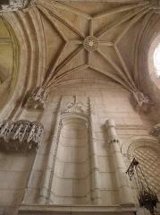 Eglise Saint-Pierre - Intérieur de la cathédrale Saint-Pierre de Saintes (17).