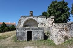Thermes de Saint-Saloine - Français:   Tombe Morand-Bertaud, thermes de Saint-Saloine, Saintes.
