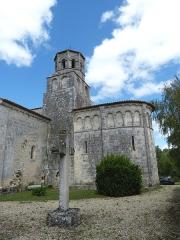 Eglise Saint-Pierre-ès-Liens£ - English: Thaims ( Charente-Maritime ). Saint-Pierre de Thaims church ( 12th century ) - Crossing tower and apse.