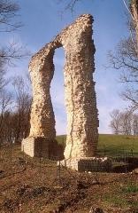 Aqueduc gallo-romain de Saintes - Français:   Aqueduc gallo-romain de Saintes. Le vallon des Arcs.