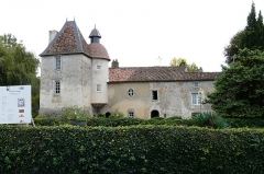 Ancien prieuré de Laverré - This building is indexed in the Base Mérimée, a database of architectural heritage maintained by the French Ministry of Culture,under the reference PA00105339 .