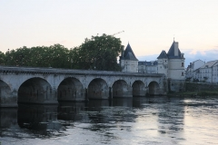 Pont Henri IV - This building is indexed in the Base Mérimée, a database of architectural heritage maintained by the French Ministry of Culture,under the reference PA00105404 .
