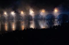 Pont Henri IV - Français:   Pont Henri-IV - avec feu d\'artifice lors de la commémoration de son 400e anniversaire
