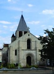 Eglise Notre-Dame - Nederlands: L' Église Notre-Dame te Chauvigny - Vienne, Poitou-Charentes - dateert uit de XIe eeuw en kende meerdere restauraties in de negentiende eeuw.