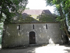 Eglise de Saint-Pierre-les-Eglises - Français:   Flanc sud de l\'église de Saint-Pierre-les-Églises en Chauvigny (86).